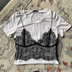 💜T shirt with black lace bralette